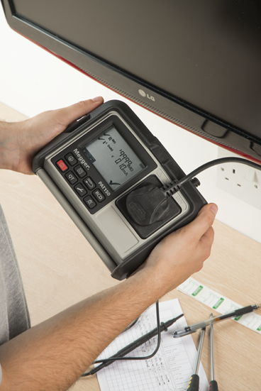 PAT testing an television with PAT120